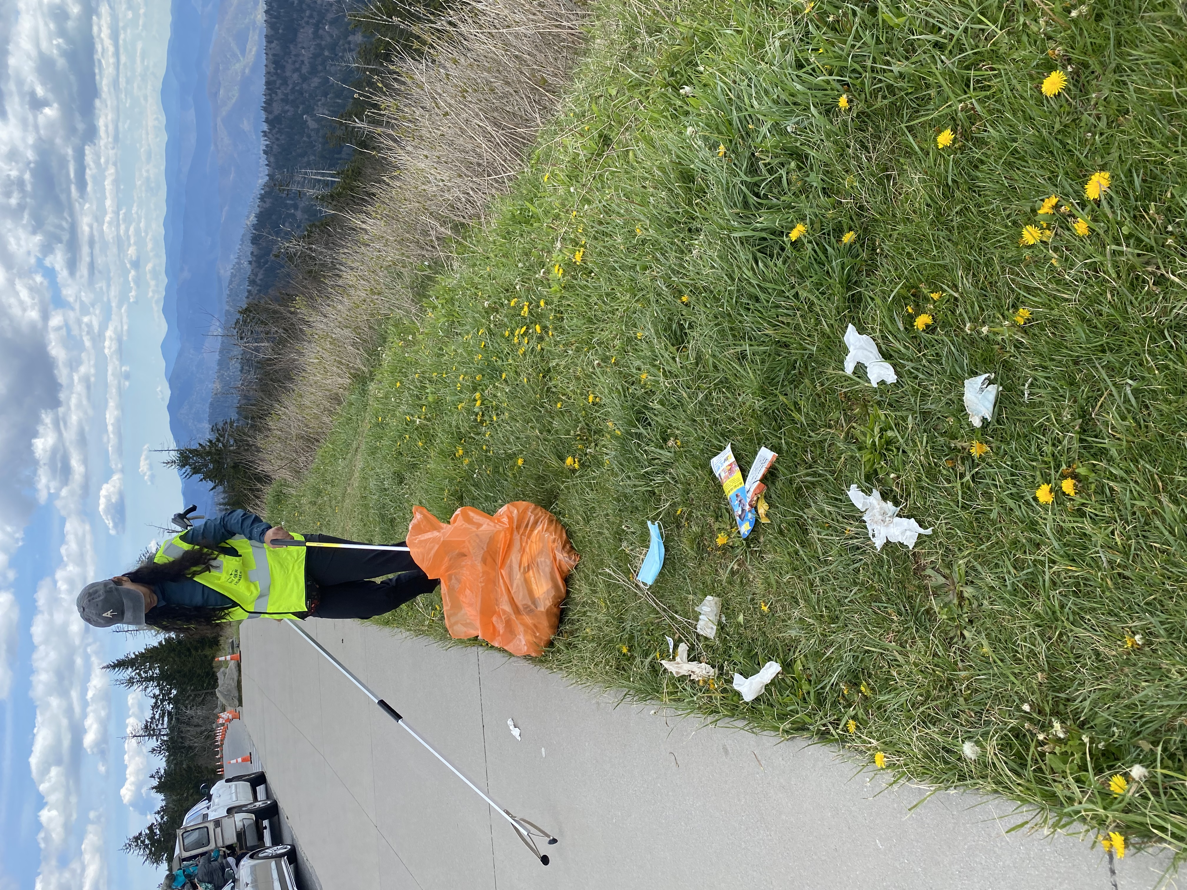 Alex García, Appalachian Trail Conservancy LatinX Hikers Partnership Coordinator volunteering on a May 15, 2021, cleanup on Clingmans Dome Road. Image courtesy of Jerry and Darlene Willis.